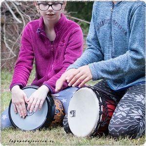 Juego con tambores y maracas para niños de 0 a 7 años
